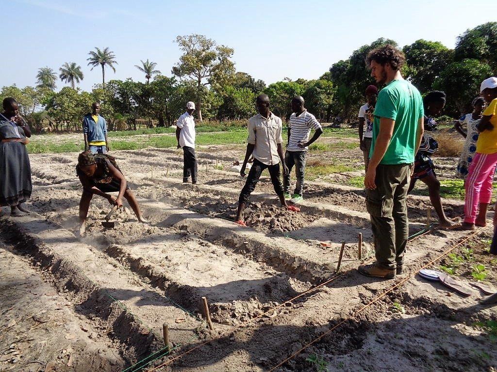Matteo Anaclerio Aiutali a non fuggire Guinea Bissau orti polli ecologia Mani Tese 2017