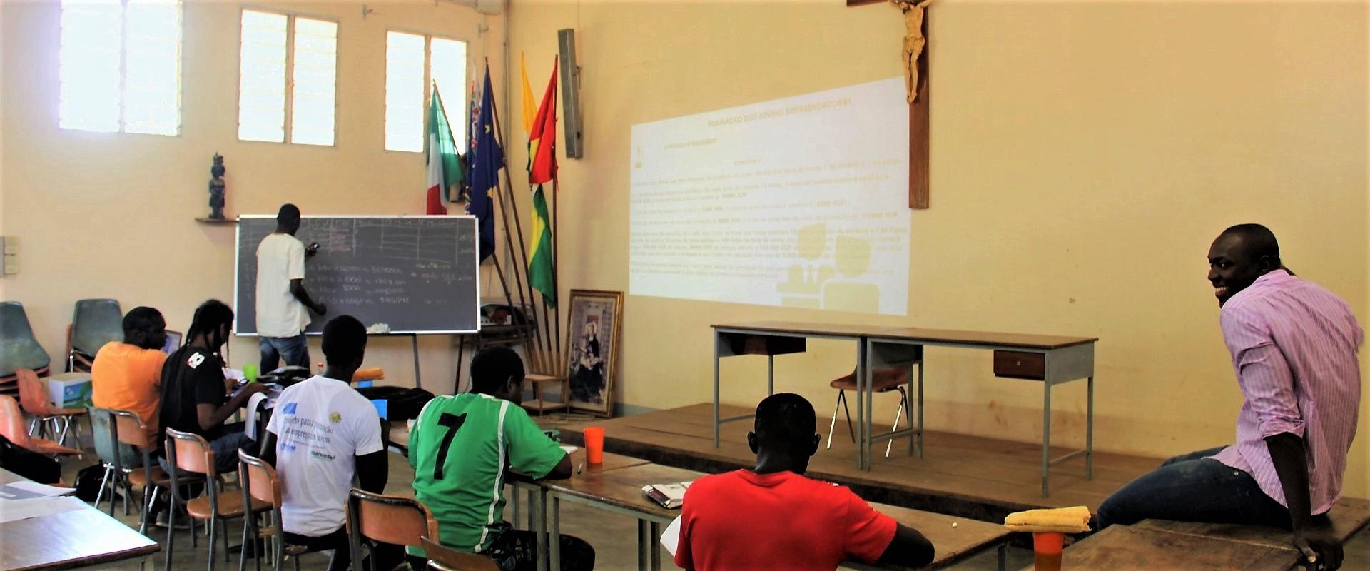 Classe_Lezione_Lavagna_Guinea_Bissau_2017