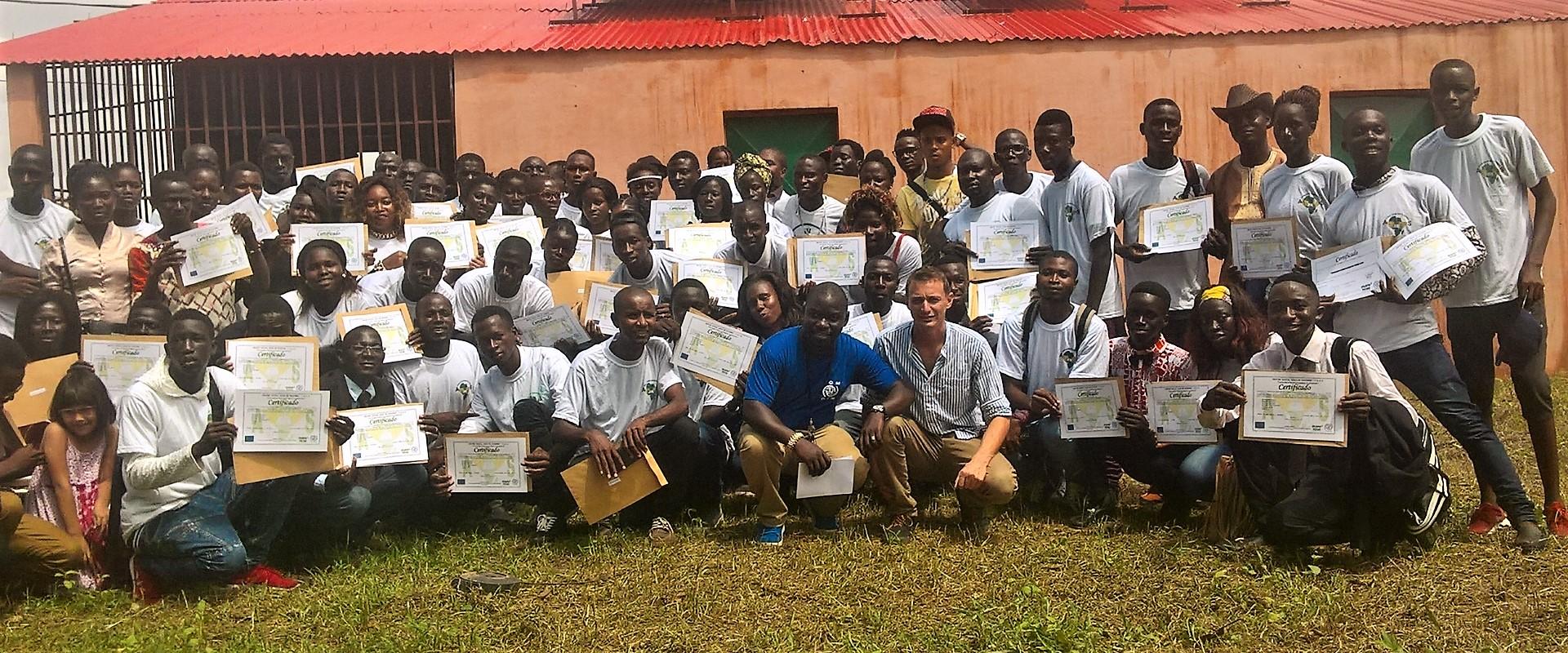 consegna diplomi_guinea bissau_mani tese_2017