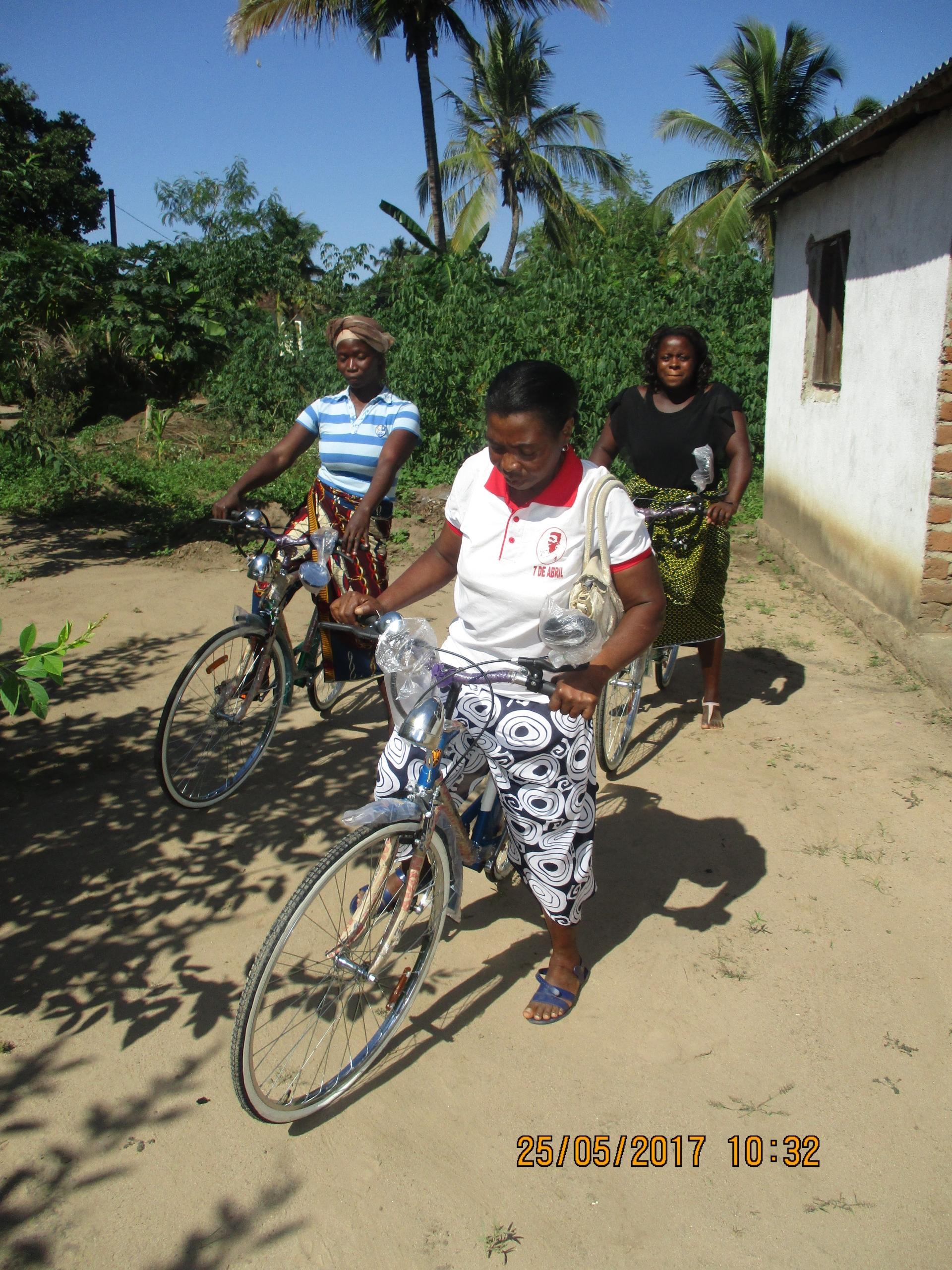 alfabetizzazione_biciclette_mozambico_mani tese_2017