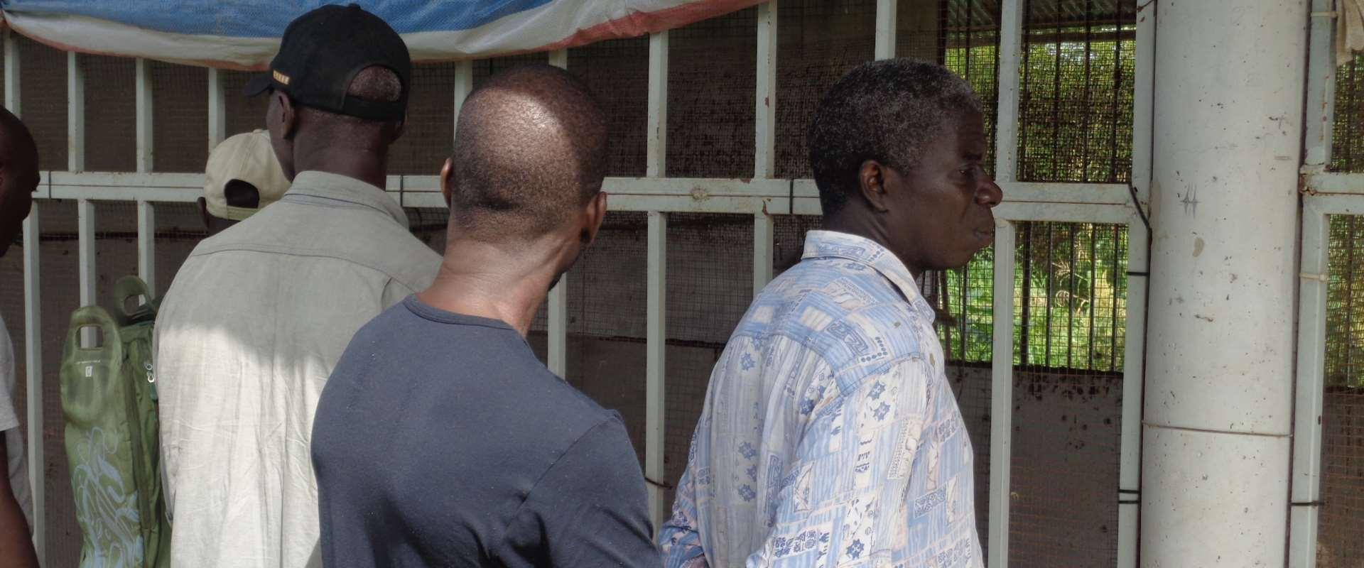 Alfredo, direttore di ASAS spiega la filiera avicola nel centro di Antula