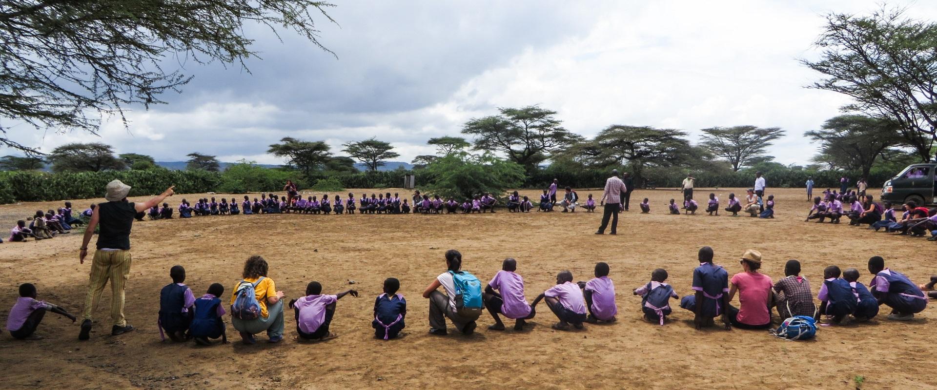 bambini alberi scuola Kenya Mani Tese 2017