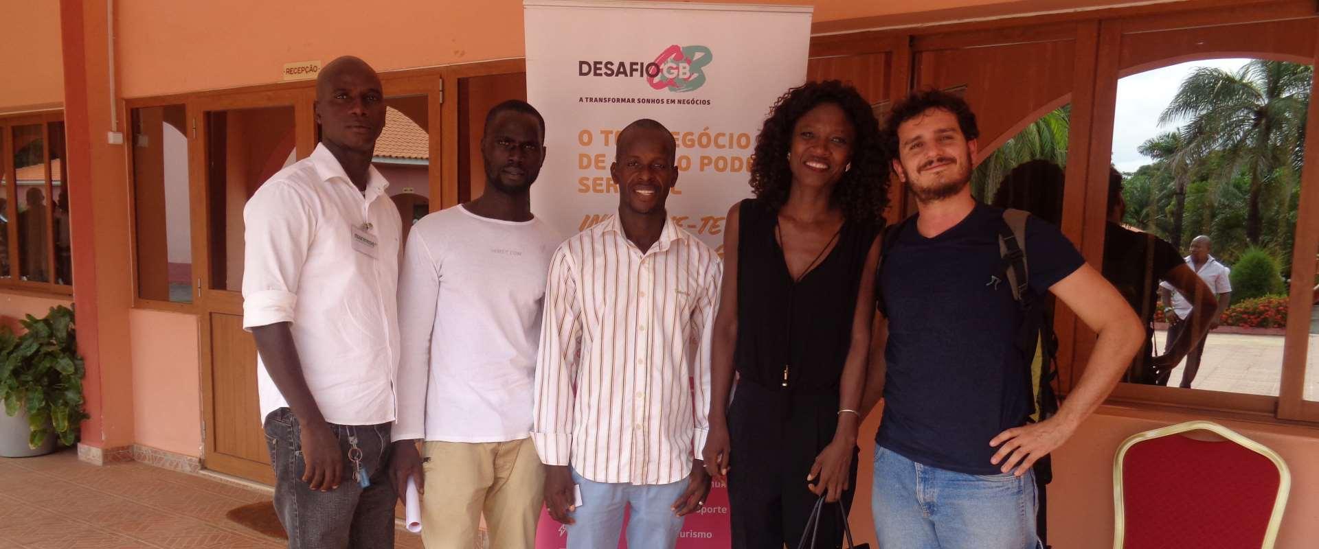 Foto di gruppo conferenza sviluppo micro imprese