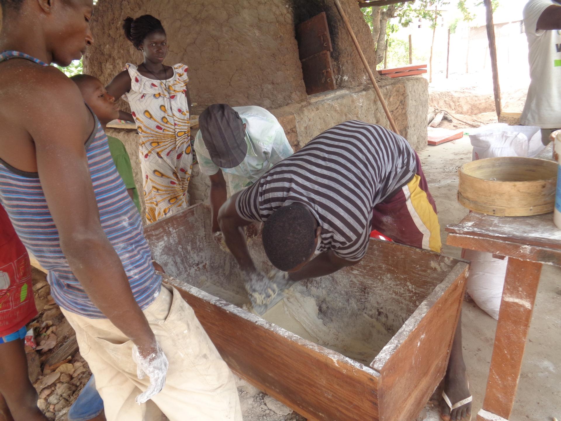 mani in pasta Guinea Bissau Gabù Mani Tese 2017