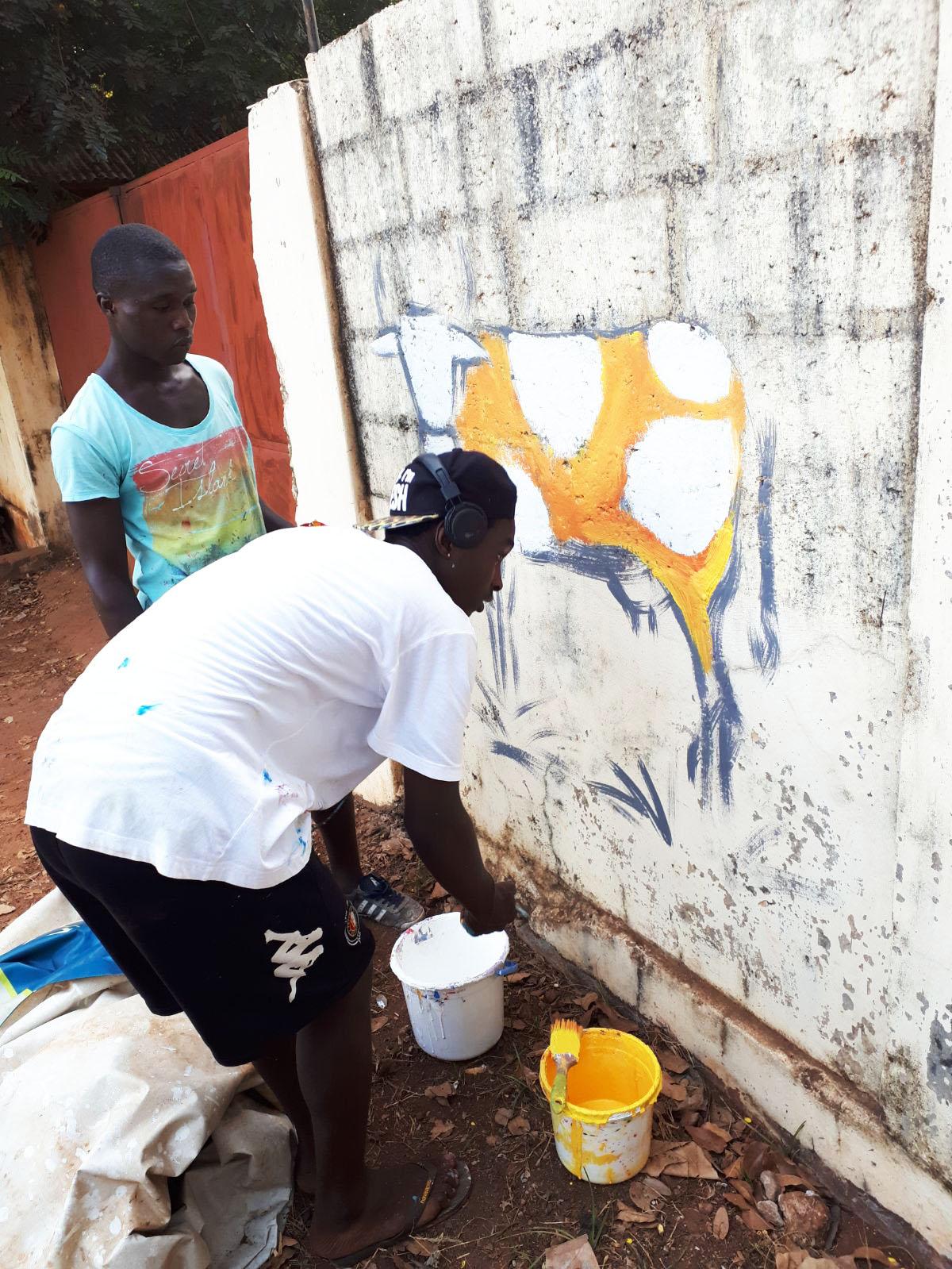 street art giovani mucca Mani Tese Guinea Bissau 2017