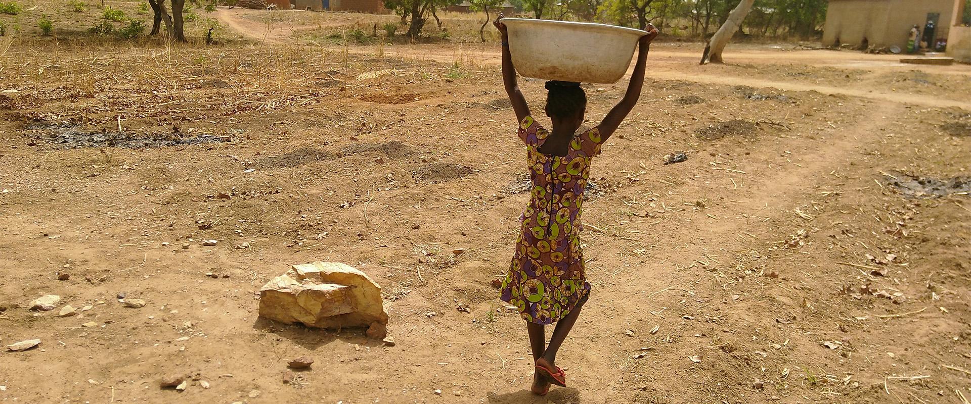 africa bambina istruzione Benin Mani Tese 2018