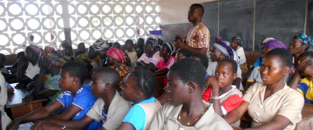 educazione civica bambine istruzione Benin Mani Tese 2018