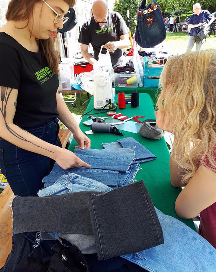 jeans laboratorio cucito Italia Mani Tese 2018