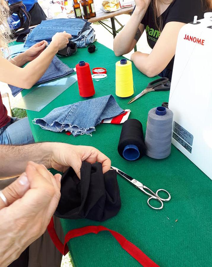 jeans riuso laboratorio Mani Tese 2018