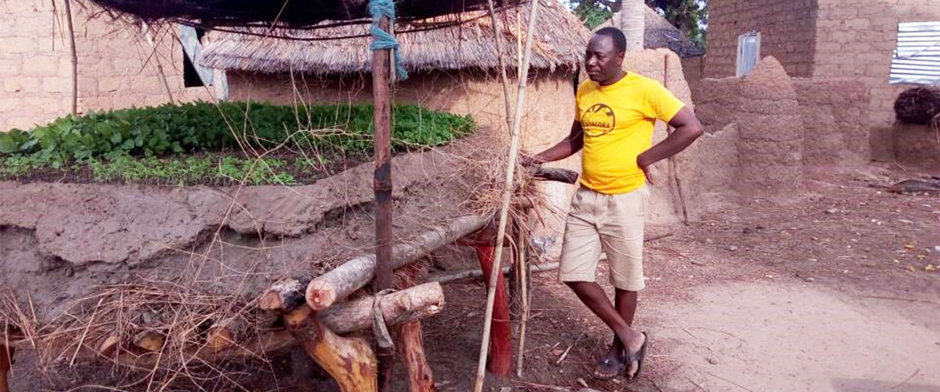 Paul vivaio aereo pomodori Benin Mani Tese 2018