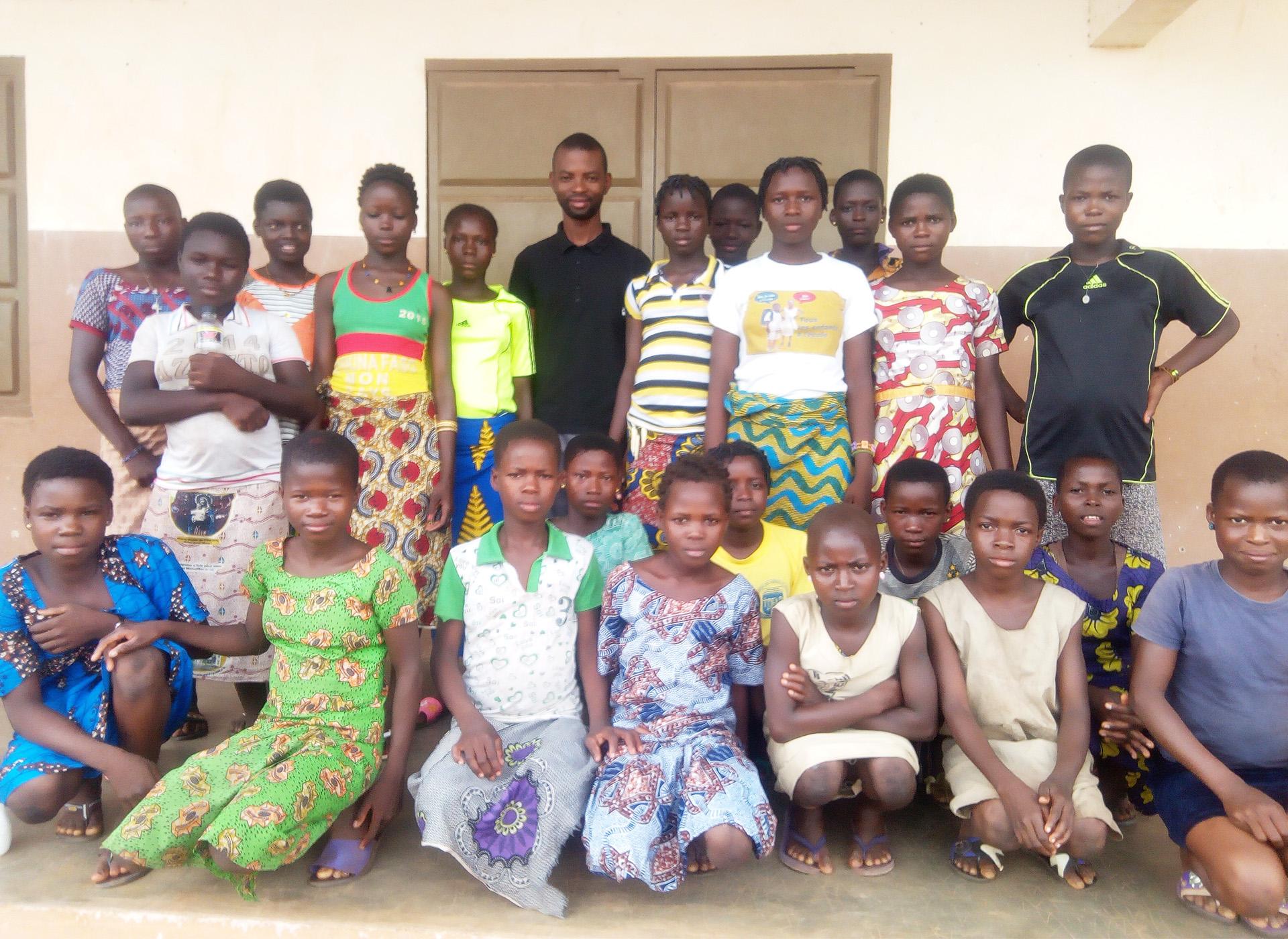 educazione civica istruzione bambine Benin Mani Tese 2018