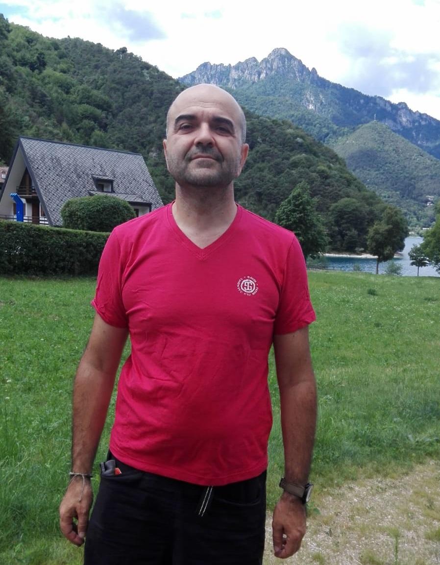 maglietta rossa mani tese finale emilia 2018