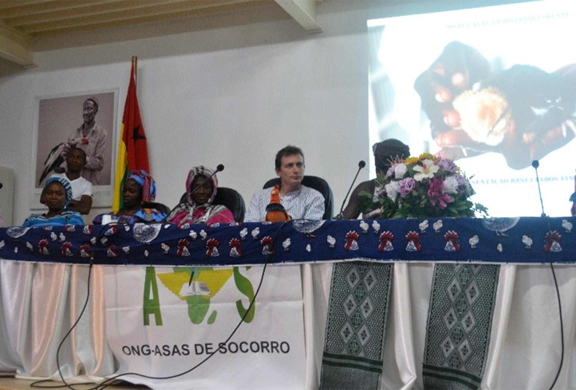 presentazione risultati avicoltura donne Guinea Bissau Mani Tese 2018