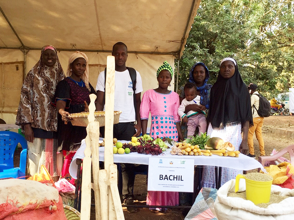 venditori frutta verdura fiera Mani Tese Guinea-Bissau 2019