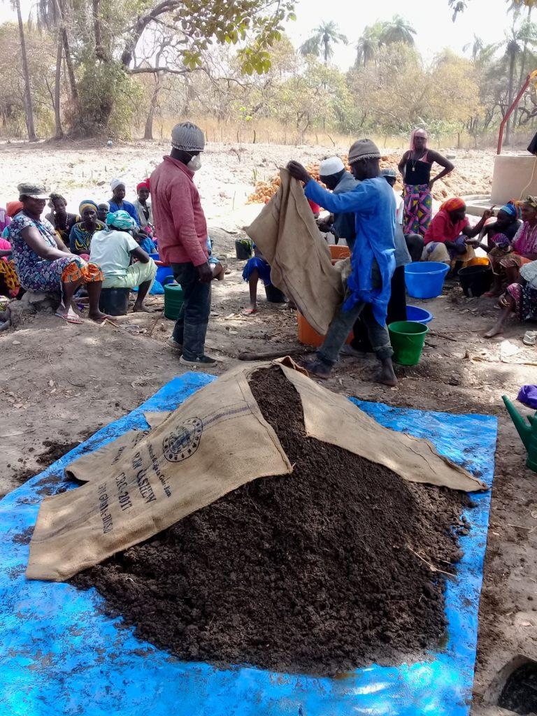 compost fomazione orti agroecologia Guinea-Bissau Mani Tese 2019