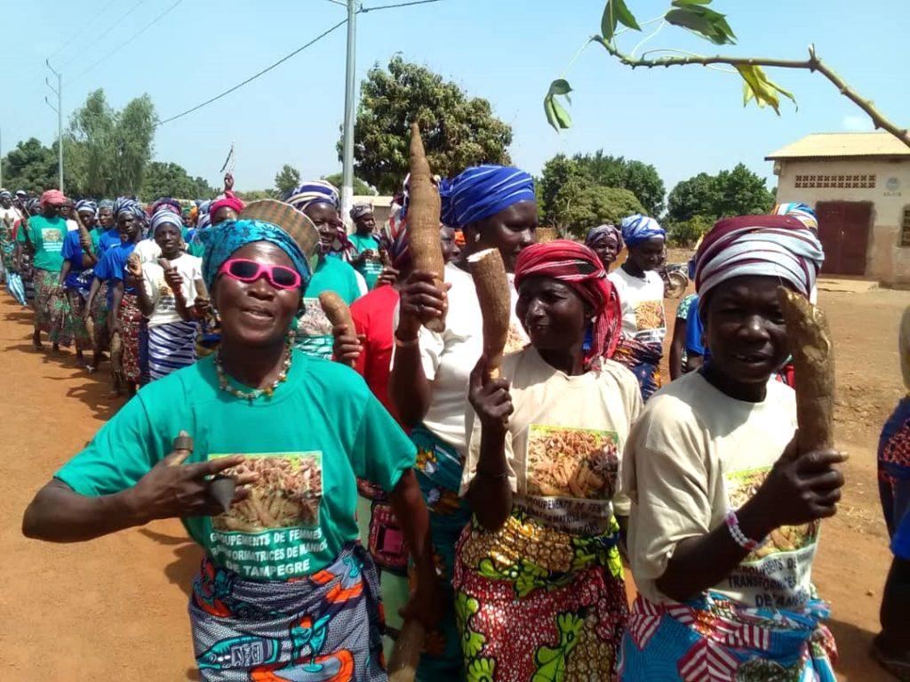 corteo 8 marzo manioca benin mani tese 2019 (1)