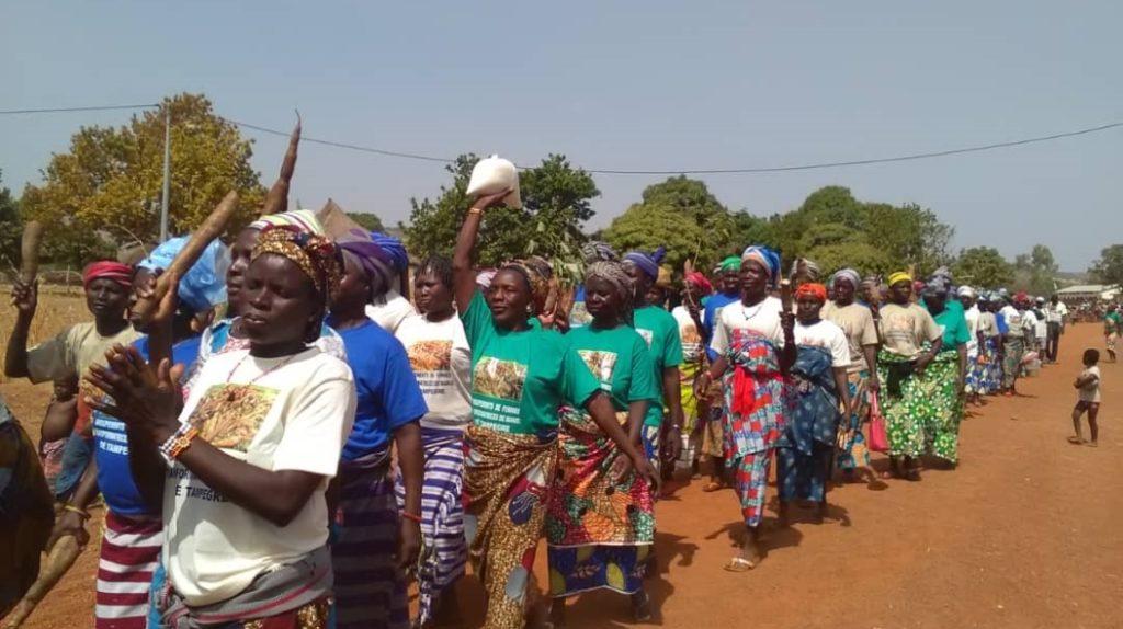 corteo 8 marzo manioca benin mani tese 2019 (3)