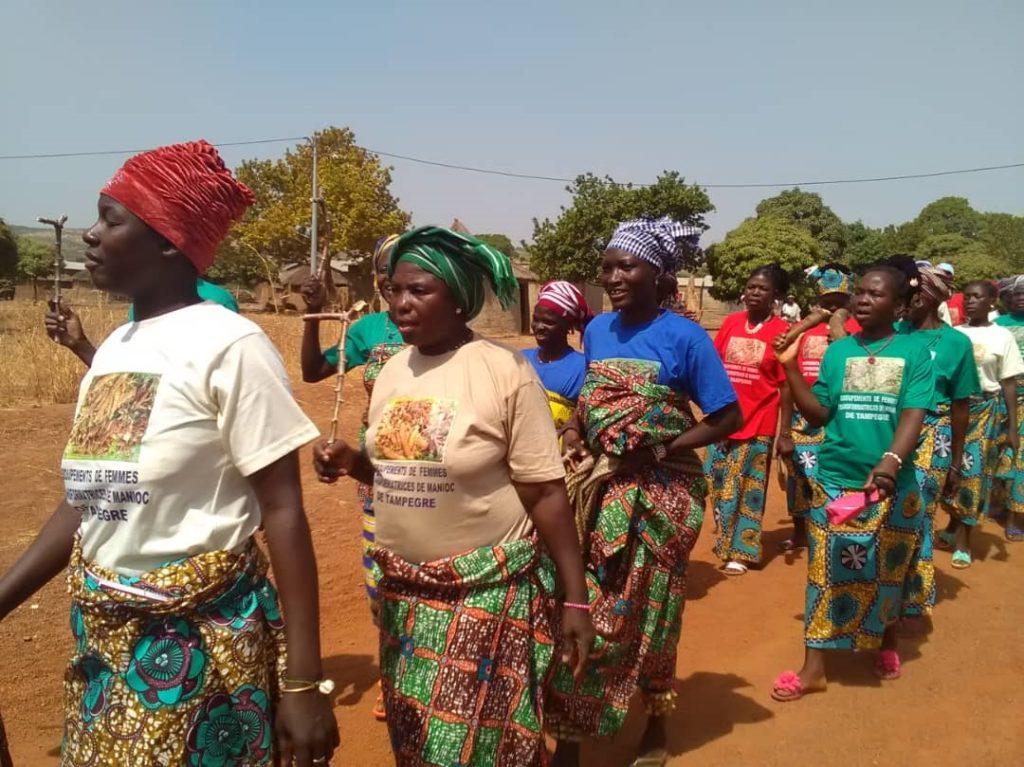 corteo 8 marzo manioca benin mani tese 2019 (4)