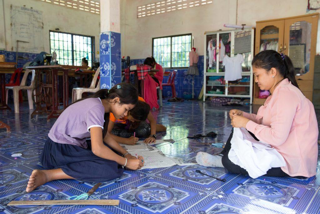attività cucito damnok toek cambogia mani tese 2019