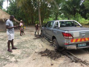 macchina interrata alluvione emergenza mozambico mani tese 2019