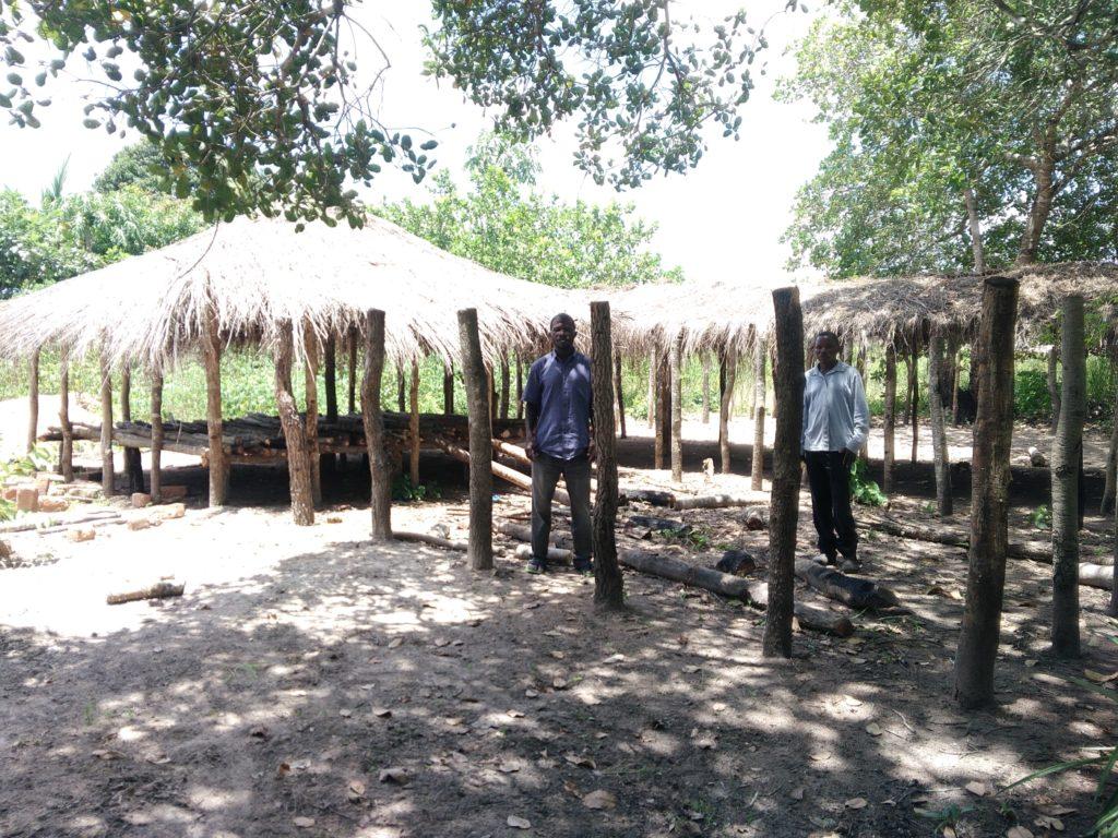 costruzione pollaio progetto foreste mozambico mani tese 2019
