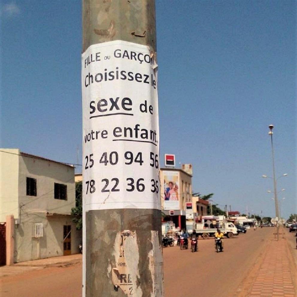 covid19_burkina faso_Un avviso affisso in strada