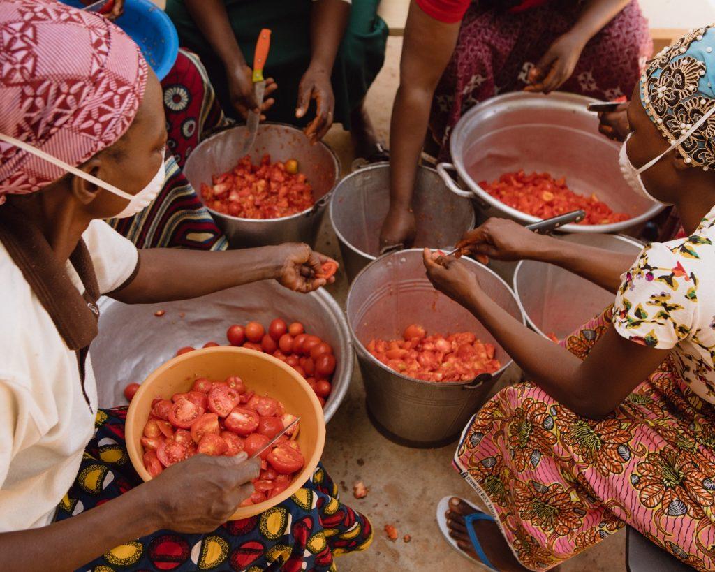 beog neere donne lavoro pomodori burkina faso mani tese 2020