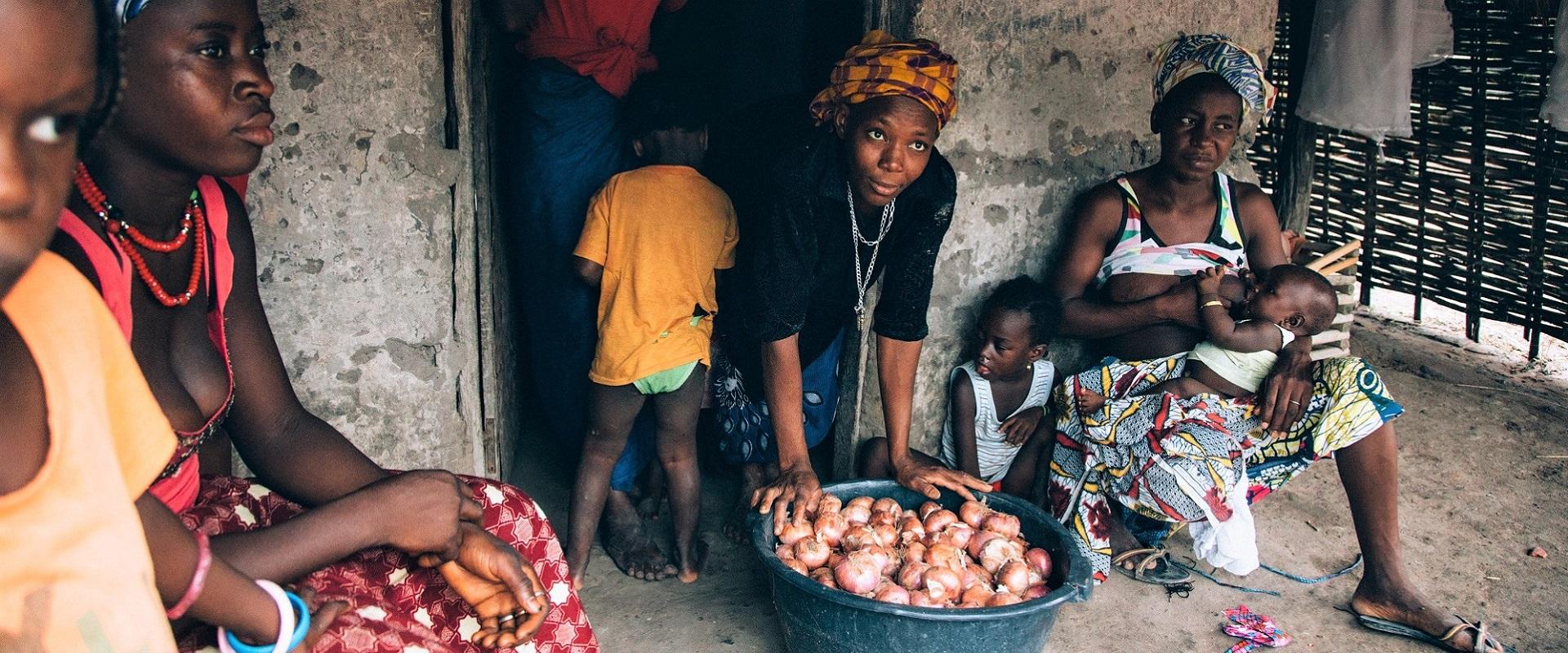 miglioramento delle condizioni nutrizionali di donne e bambini_mani tese 2020